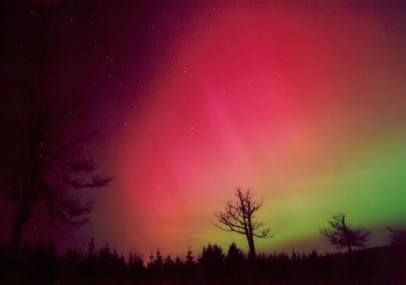 0000: le /07 à vers 1h00 du matin - Lumière étrange dans le ciel  - st germain les arpajon (91)  Aurore-201103-2